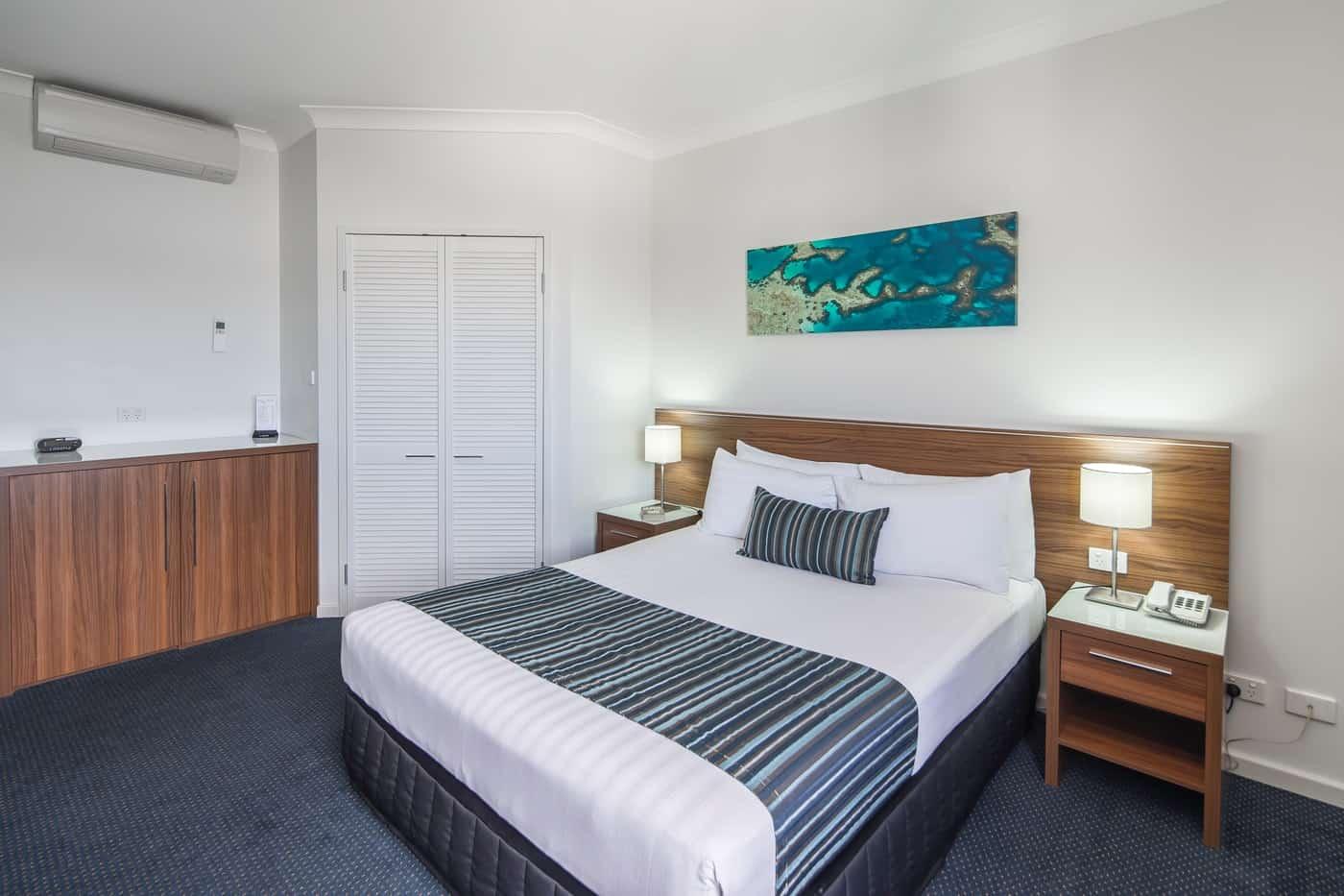 Ocean Centre hotel suite
