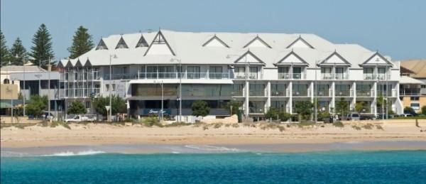 Beachfront Ocean Centre hotel